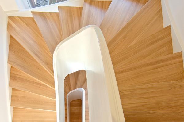 wangentreoppe-tischler-treppe-eichenholz-stufen